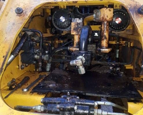 تعمیر سیستم هیدرولیک انواع ماشین الات راهسازی ومعدنی کوماتسو