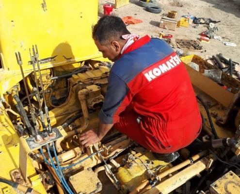 نصب موتور بلدوزر 155a2 روی دستگاه بعد از تعمیرکامل موتور