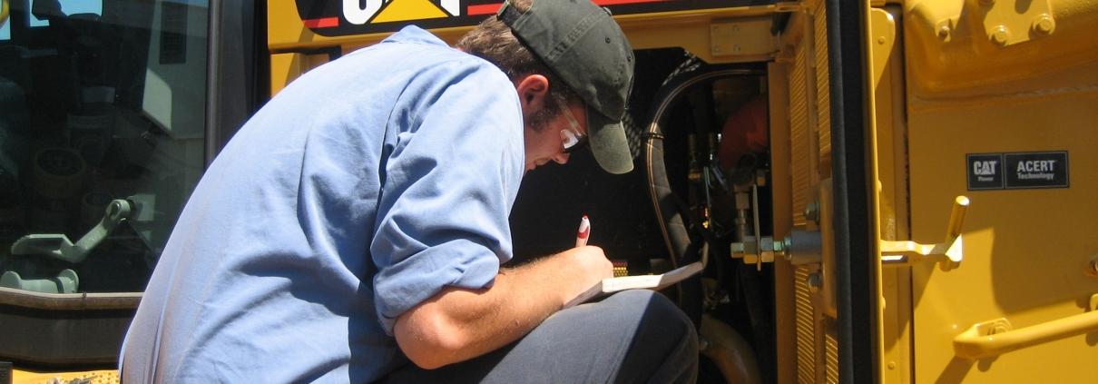 تعمیر و نگهداری ماشین آلات راهسازی